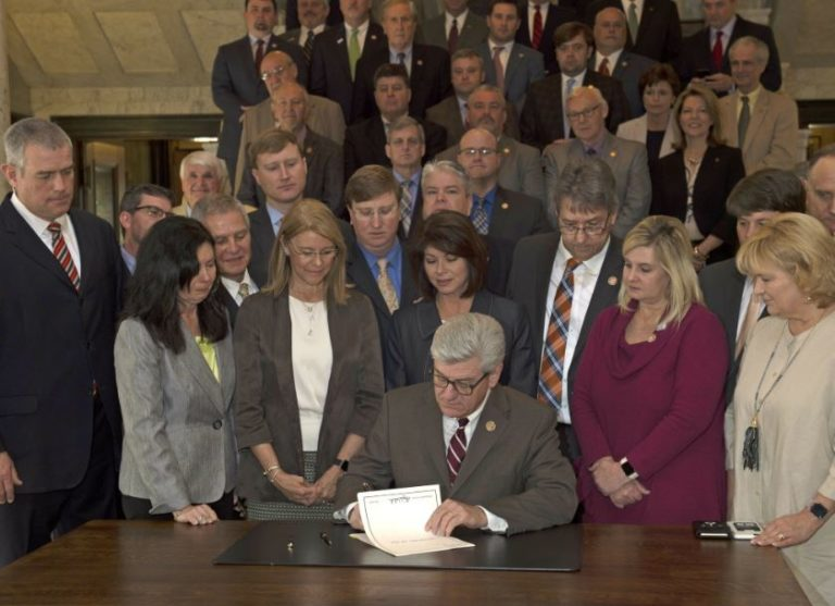 """""""Heartbeat Bill"""" Signed By Mississippi Governor Bans Abortions Once Fetal Heartbeat Is Detected"""